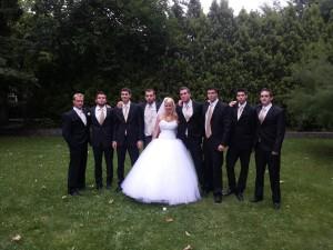 menyasszony+koszorús fiúk